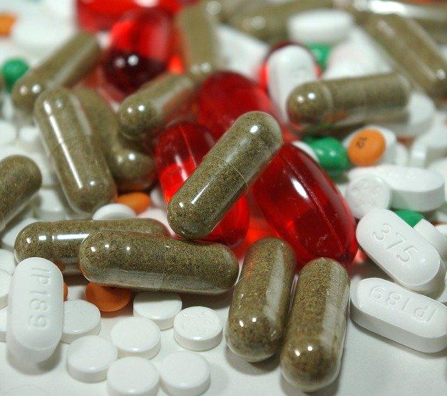 různé léky v podobě tobolek.jpg