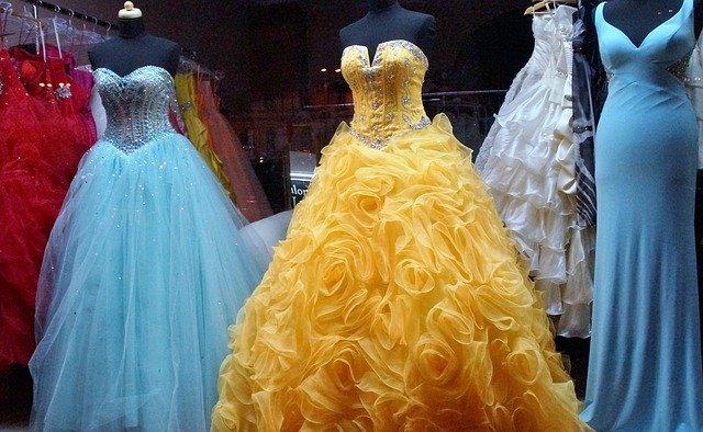 několikatery plesové šaty