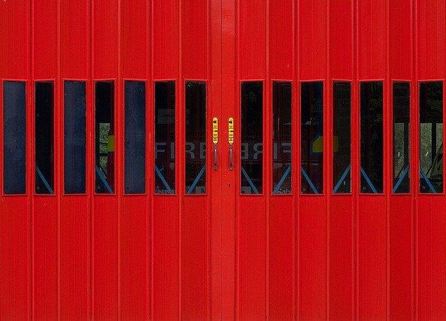 červená vrata