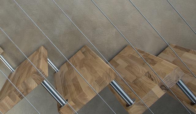 schodiště v provedení dřevo a nerez